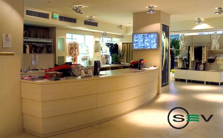 Arredamento per negozi abbigliamento cagliari sardegna for Saba arredamenti